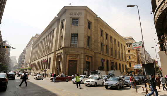 Central Bank of Egypt's headquarters is seen in downtown Cairo, Egypt March 8, 2016. REUTERS/Mohamed Abd El Ghany - RTS9UGH