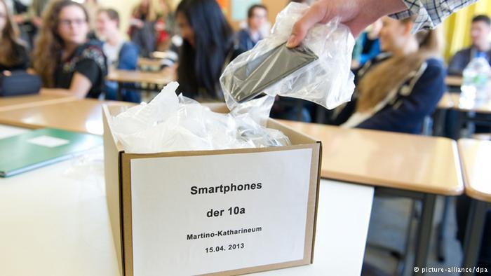 Smart Phones - DW