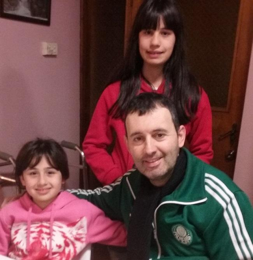 Yiannis Harpas & 2 daughters 1a LLLL