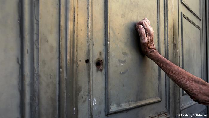 Hand 1a Reuters Y Behrakis