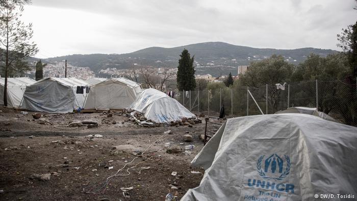 Refugees - DW