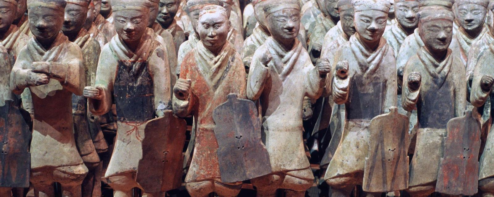 DABF1B The Han Dynasty Terra-cotta Soldiers displayed at Xianyang museum in Xianyang City of Shaanxi Province China. Image shot 2012. Exact date unknown.
