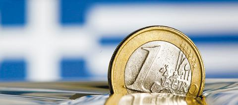 Euro 1 coin half sunk 1a