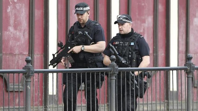 Merkel-solidaridad-Reino-Unido-Manchester_EDIIMA20170523_0132_19