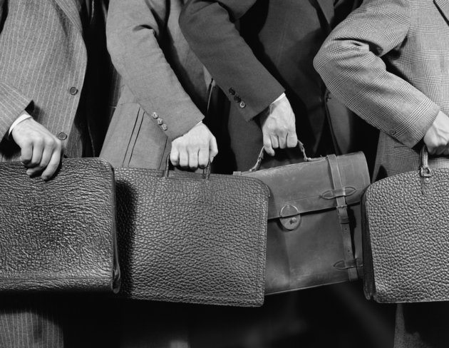 1940s 1950s RUSHING LINE OF BUSINESS MEN HOLDING BRIEFCASES  (Photo by H. Armstrong Roberts/ClassicStock/Getty Images)