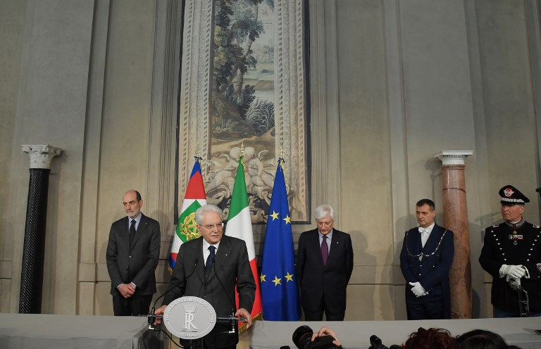 Italian President Sergio Mattarella talks with journalists at the end of the second day of consultations with political parties at Quirinal palace in Rome on April 13, 2018. Far-right and anti-establishment forces in Italy resumed battle on Thursday over who can lead a new government, as a second round of talks began with a row over Silvio Berlusconi leaving little room for manoeuvre after last month's inconclusive election. / AFP PHOTO / Tiziana FABI