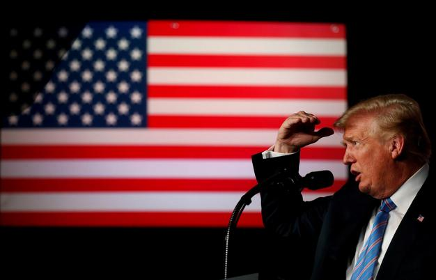 Trump & US flag 1a LLLL
