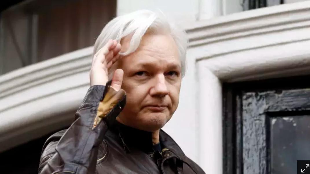 Assange 2017 1a AP LLLL
