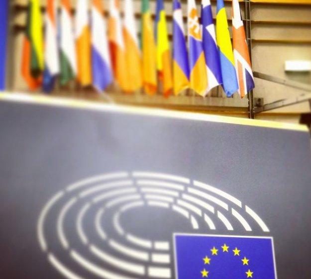 EU logo & flags 1a LLLL