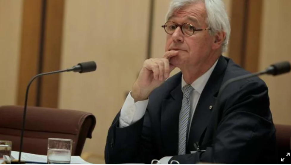 Photo of Human rights lawyer Julian Burnside flips support for Wynne to Greens