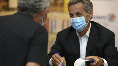 Photo of Le memorie di Sarkozy: «Quando mia moglie Carla Bruni abbagliò gli inglesi. Merkel? Suscettibile»