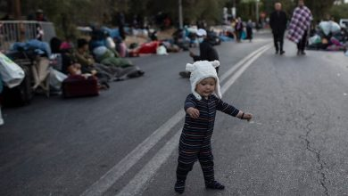 Photo of Thousands of asylum seekers spend another night on the streets as fallout from Greek camp fire continues