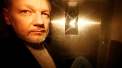 Photo of British judge rejects Julian Assange's bid to delay US extradition hearing