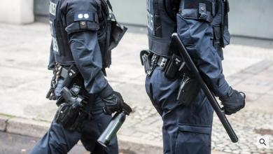 Photo of 240 Polizisten – 68 000 Pfeffersprays