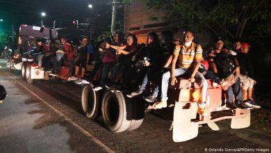 Photo of Al menos 300 migrantes hondureños cruzaron la frontera con Guatemala