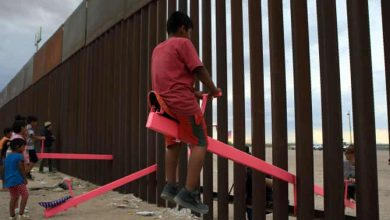 Photo of Pink seesaws across US-Mexico border named Design of the Year 2020