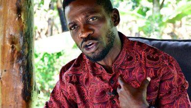 Photo of Uganda police confront candidate Bobi Wine